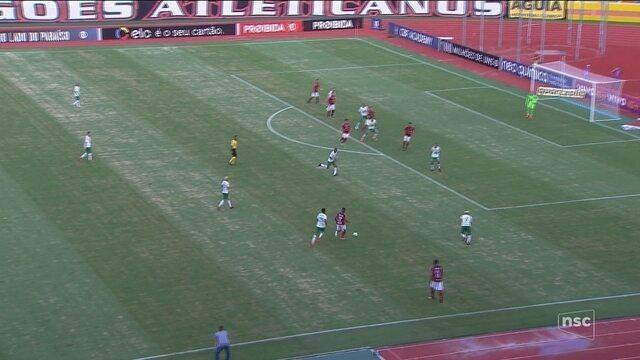 Chapecoense sai na frente, mas cede empate ao Atlético-GO e fica distante da Libertadores