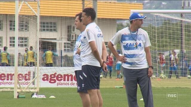 Com Kozlinski e Maurinho, Claudinei define Avaí que pega o Palmeiras nesta segunda (20)
