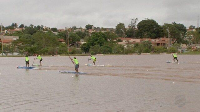 Atletas competem modalidade de Stand Up Paddle nos Jogos Radicais Urbanos em Campo Grande