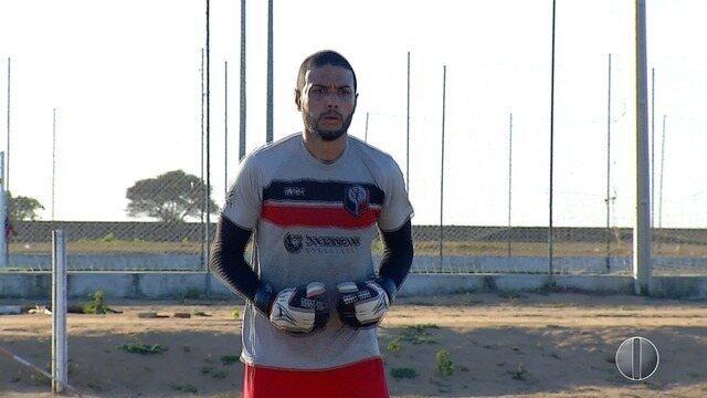 Santa Cruz de Natal prepara equipe para Campeonato Potiguar; goleiro Camilo é destaque