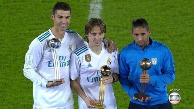 Modric bate CR7 e recebe o prêmio de melhor jogador do Mundial de Clubes da Fifa
