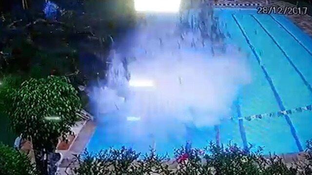 BLOG: Árvore cai no Clube dos Macacos e quase atinge dois nadadores