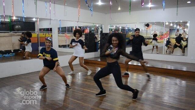 Aulas de dança queimam calorias e ajuda a ficar por dentro dos hits no carnaval
