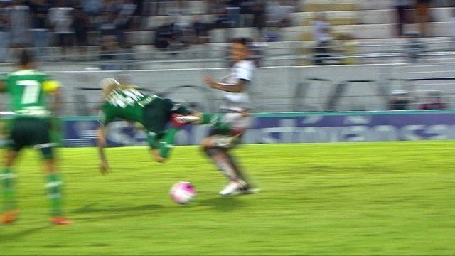 Dudu arrisca de longe, mas árbitro marca falta em Lucas Lima aos 26' do 2º