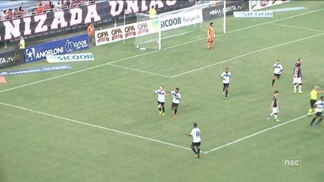 Com um a menos, Joinville fica no empate com o Tubarão e perde 100% em casa
