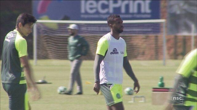 Volante Luiz Antonio negocia retorno para Chapecoense