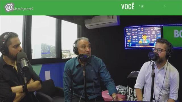 Tite participa do programa 'Bola Nas Costas' da Rádio Atlântida