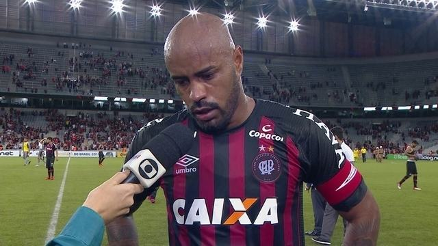 Thiago Heleno analisa vitória heroica do Atlético-PR sobre o Tubarão