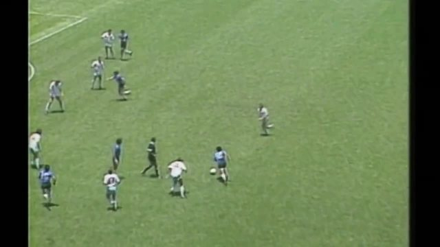 Erros de arbitragem: Maradona faz gol de mão contra a Inglaterra em 1986