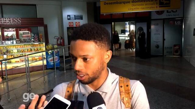 Novo centroavante do Grêmio, André chega a Porto Alegre para assinar contrato