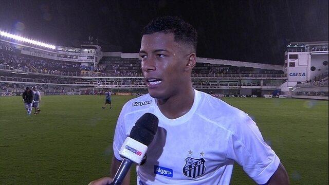 Herói, Arthur Gomes festeja classificação do Santos
