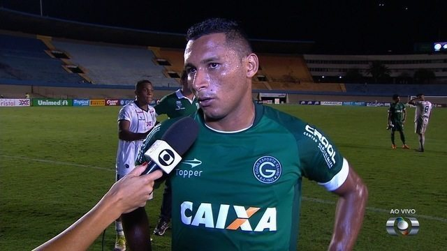 Pedro Bambu marca, comemora vitória do Goiás e exalta primeiro lugar geral