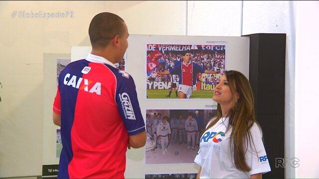 """Exposição """"Apaixonados pelo futebol"""" revive bons momentos do Paranaense"""