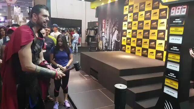 Até o Thor mede força em evento fitness de São Paulo