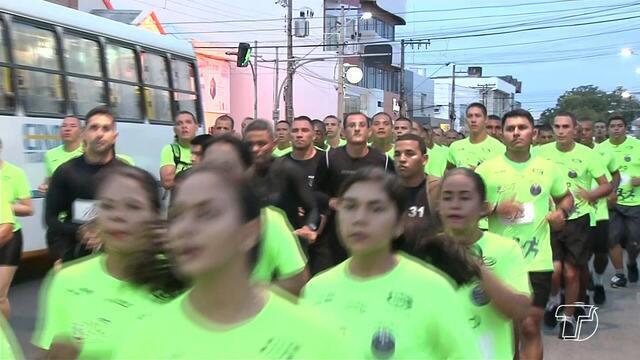 Corredores profissionais e amadores participam da Corrida Tiradentes, em Santarém