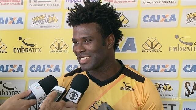 Sandro prega respeito ao Coritiba e ressalta importância da primeira vitória na Série B