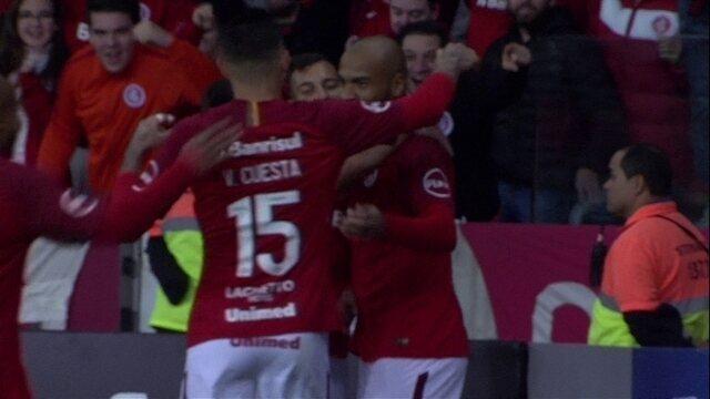 Gol do Inter! Após cruzamento na área, Rodrigo Moledo completa de cabeça, 14 do 2º