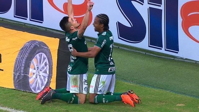 Gol do Palmeiras! Marcos Rocha ajeita,e Willian toca de cabeça e empata, aos 18' do 2º t