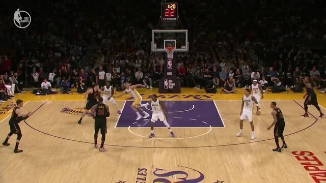 LeBron James (Cleveland Cavaliers) engana defesa e dá assistência mágica