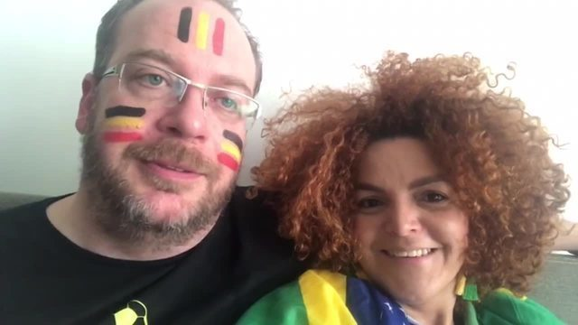 Casal divide a casa para torcer por Brasil e Bélgica