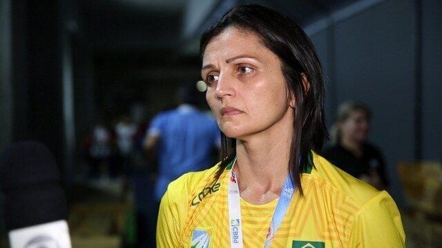 Norma Rodrigues, técnica da seleção, analisa primeiro dia do Pan júnior de badminton