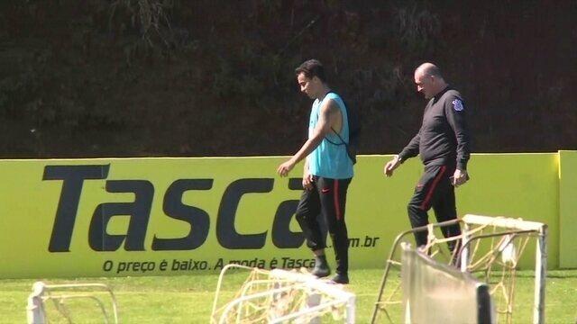 Jadson deixa o treino do Corinthians sentindo dores na virilha