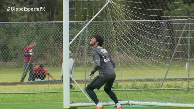 Paraná Clube treina forte para o clássico