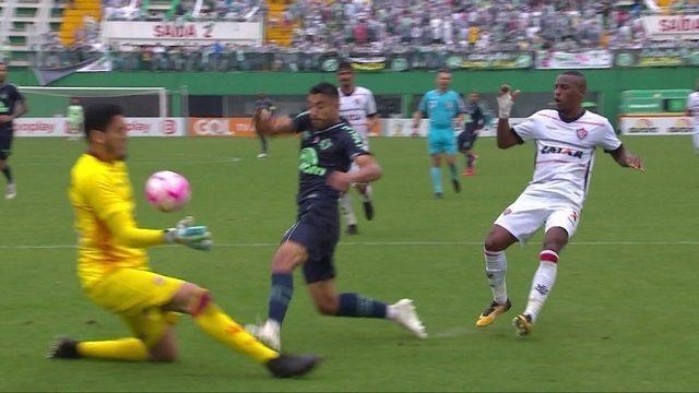 Melhores momentos: Chapecoense 0 x 1 Vitória pela 29ª rodada do Brasileirão 2018