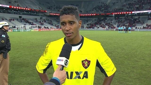 """Improvisado no gol, Gabriel diz que o Atlético-PR foi melhor no jogo: """"É um fato"""""""