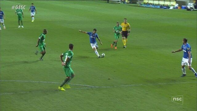 Na estreia de Claudinei, Chapecoense perde de 3 a 0 para o Cruzeiro e segue no Z-4