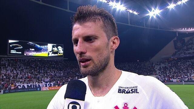 """""""Não adianta fazer bons jogos e o resultado não vir"""", explica Henrique, do Corinthians"""