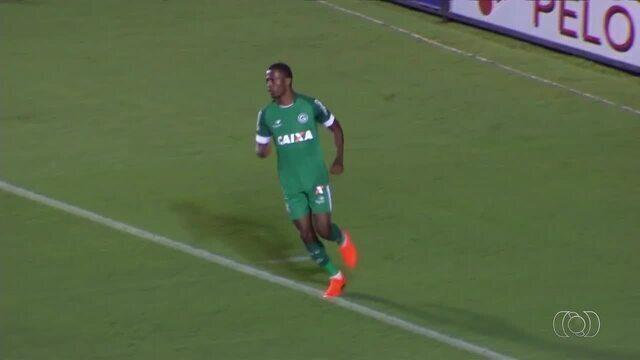 Veja 10 gols marcados pelo atacante Carlos Eduardo com a camisa do Goiás