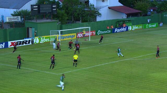 Marcos Paraná tocou para trás e Flávio Torres chutou rasteiro aos 7 do 1º tempo