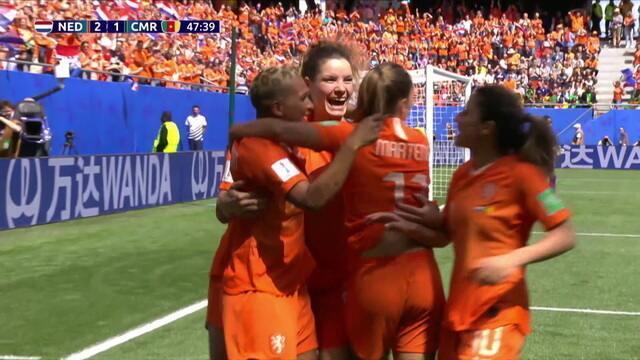 Gol da Holanda! Após cobrança de falta ensaiada, Bloodworth finaliza na pequena área, aos 2 do 2º