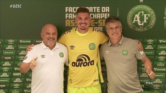 CBF revoga suspensão por doping de João Ricardo, e goleiro da Chape pode voltar a atuar
