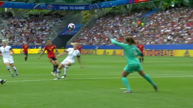 Gol da Espanha! Goleira americana sai jogando errado e Jennifer Hermoso deixa tudo igual aos 8 do 1º tempo
