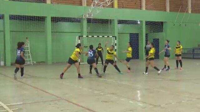 Assermurb vence Xapuri no naipe feminino na abertura da Copa Írio Maia de Handebol