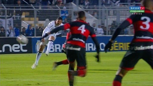 Diego Renan bate de longe, e Kozlinski espalma, aos 5 minutos!