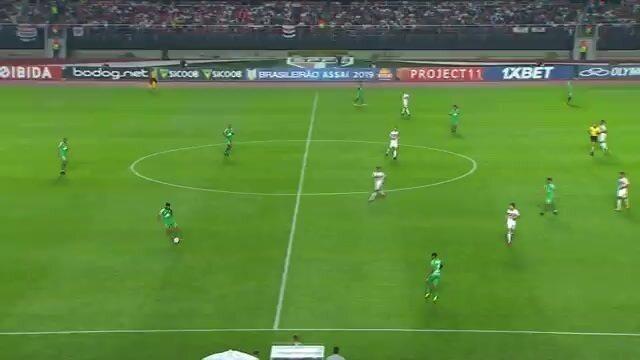 Pato ajuda em apoio defensivo do São Paulo