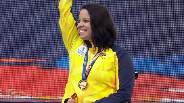 Confira a cerimônia de premiação para Edenia Garcia no Mundial de natação paralímpica