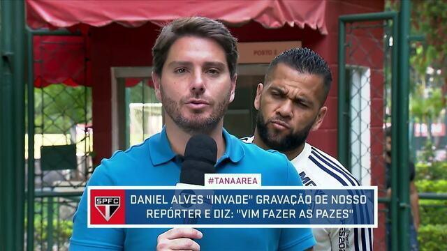 Daniel Alves interrompe gravação de repórter e faz as pazes com a imprensa