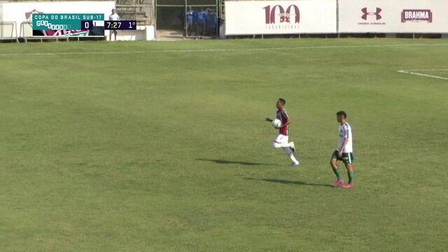 Gol do Fluminense! Netinho chuta e Garcia desvia contra, aos 7 do 1º tempo