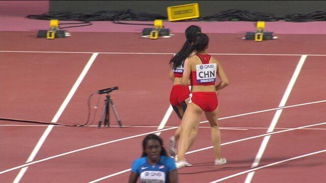No 4x100m feminino, China erra a troca de bastão, volta e erra de novo