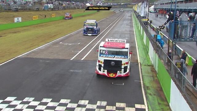 Beto Monteiro vence primeira corrida da etapa de Cascavel da Fórmula Truck