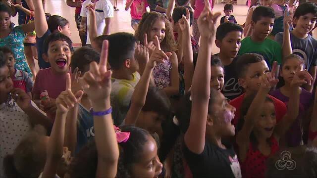 No dia das crianças, a equipe do grupo Rede Amazônica proporcionou um dia de alegria