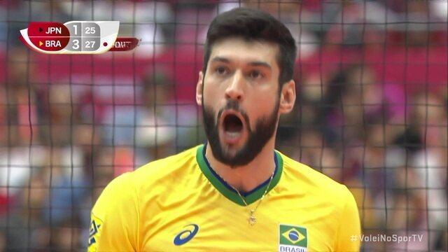 4º set: Brasil acerta a bola de meio e vence o jogo 25/27