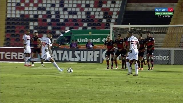 Murilo Henrique cobra falta e manda rente à trave, aos 43 minutos!