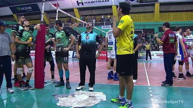 Goteira paralisa partida entre Itapetininga e Campinas pelo Campeonato Paulista de vôlei masculino