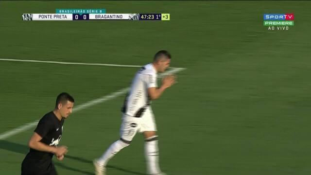 Passa por todo mundo! Diego Renan desvia e a bola passa perto do gol