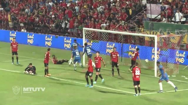 Gol de cabeça do zagueiro Júnior Lopes, no Chonburi